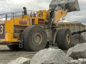 Excavator placing the ore in a CAT793F mining truck